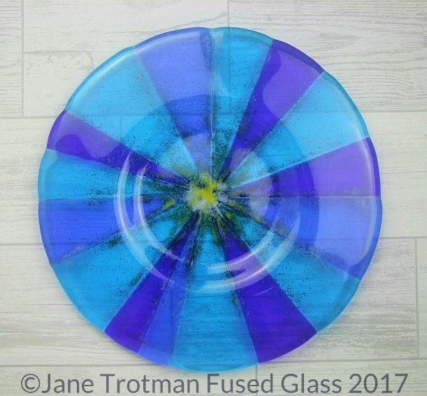 Bright-blue-fused-glass-round-dish