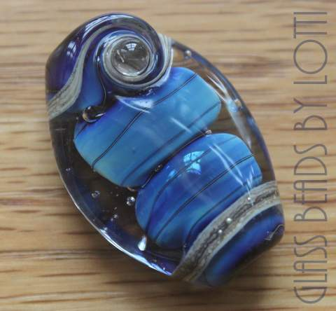 Blue-trilobite-glass-bead